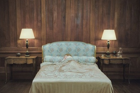 "Кадр из фильма ""Спящая красавица"", реж. Джулия Ли"