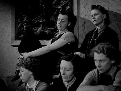 """Кадр из фильма """"Слушайте Британию"""", реж. Хамфри Дженнингс"""