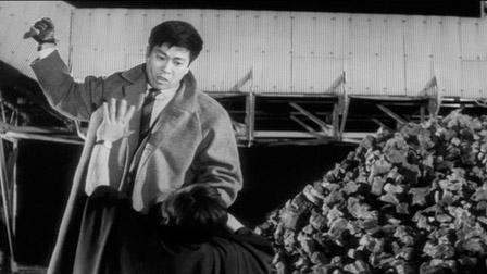 "Кадр из фильма ""Ржавый нож"", реж. Тошио Масуда"