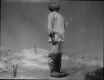 """Кадр из фильма """"Счастье"""", реж. Александр Медведкин"""