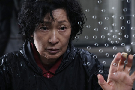 "Кадр из фильма ""Мать"", реж. Пон Чжун Хо"