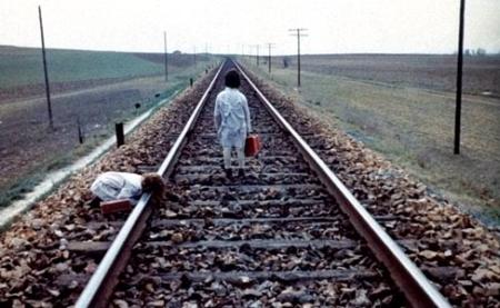 """Кадр из фильма """"Дух улья"""", реж. Виктор Эрисе"""